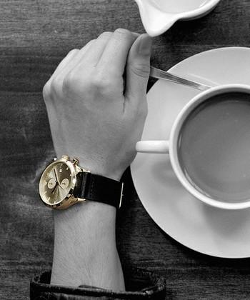"""世界中のハイセンスなセレクトショップで取り扱われ、その高いファッション性で注目を集めているブランドが「TRIWA(トリワ)」。2007年にスウェーデンの双子の兄弟と、その友人の4名でスタートしたブランドです。 """"ファッションに近く、クリエイティブで自由な時計ブランドをマーケットは求めている""""という考えからデザインされた腕時計は、男性のおしゃれをワンランクアップさせる存在感があります。"""