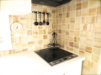 ナチュラルに、でも雰囲気はだしたい!という方へ。 ベージュは、真っ白のキッチンよりも大人びている印象になりますね。 汚れも目立ちにくいのもうれしい♪