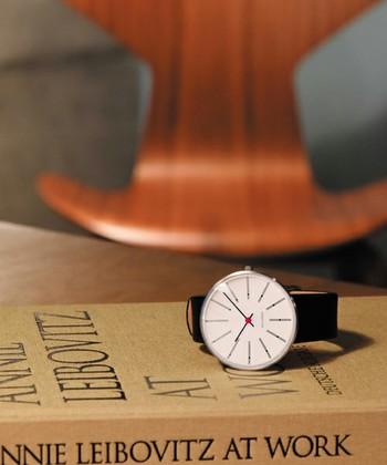 アルネ・ヤコブセンが、建築物の設計時に手掛けたウォール時計を忠実に再現した「ARNE JACOBSEN」。