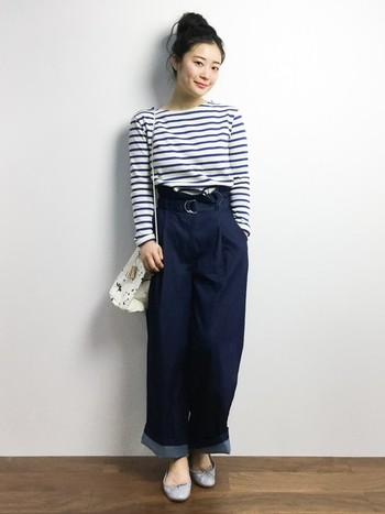 レペットはシンプルなデザインなので、服装を選ばずさまざまなコーディネートに取り入れることができます。スカートで女性らしくまとめたり、パンツスタイルの外しにもおすすめ。