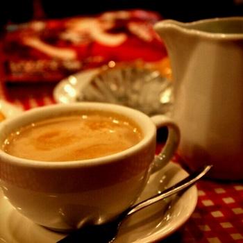 カフェ・オ・レはたっぷりのミルクを自分で好きなだけ注いで。休日の朝ごはんにゆっくりしたいですね。定休日が多いので、遠方からは特にお店のサイトでしっかりチェックしてから行くことをお勧めします。