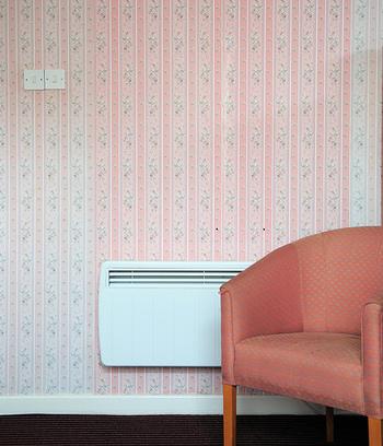壁紙を貼ってはがせる糊粉があります。それを使えば簡単に壁紙を貼ったりはがしたりすることができます。賃貸の真っ白なお部屋も自分の好きな壁紙で変身させてみましょう。