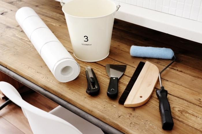 ひとつずつ道具を揃えるのも大変なので、壁紙施工道具セットで一度に揃えてしまうと気軽に取りかかれそうです。