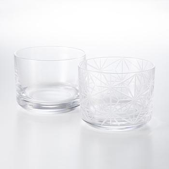 江戸時代後期に技法が確立された「江戸切子」を中川政七商店オリジナルのグラスセットに。切子のグラスは独特のスキ(透明な切り口)から中に入れた飲み物の色が覗き、その美しさを楽しめるのが特徴です。
