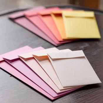 紙の専門商社「竹尾」と作り上げた記念商品は、和の色合いを感じさせるぽち袋です。
