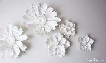 お花の種類は、ローズ、ティアレ、ガーベラ、マグノリアなどです♪ お花の種類でも雰囲気が変わりますね。