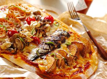 色々なトッピングをのせて、パーティーが盛り上がりそうなピザですね。トッピングは、4種類用意して異なった味覚を楽しみましょう。