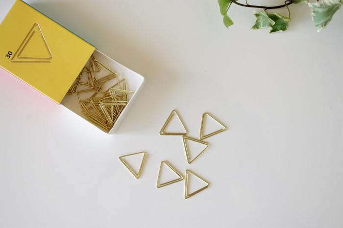 ゴールドの三角クリップは、手帳につけてしおり代わりとして使うのもおすすめです。