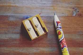 メタリックな質感の鉛筆削りは、二つで100円というプチプライス。こういう小さなアイテムこそ、おしゃれなものを使いたいですね。