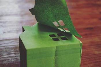 鮮やかなグリーンが可愛い、おうちの形のメモブロック。たっぷりあってプチプラなので、思う存分使えます。