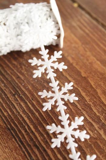 雪の結晶の形をしたリボン。部屋の飾りつけに手軽に使えます。こういった季節商品もフライングタイガーで見つかります。