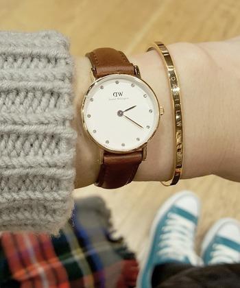ゴールドバージョンもあり。時計と合わせて、よりラグジュアリーな雰囲気が漂います。