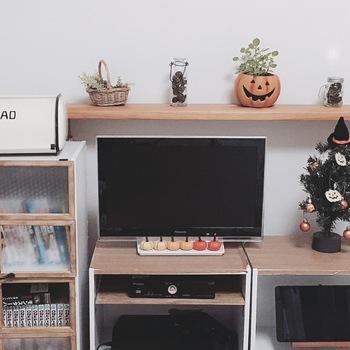手軽なカラーボックスを利用して、テレビ台として代用されている方も多いんです。 カラーボックスは、キッチンやリビングなど家中どこでも使える万能選手!