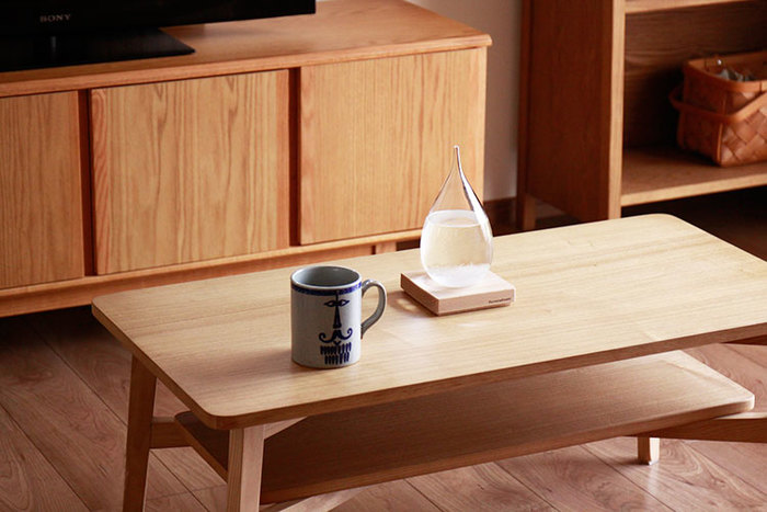 そこまで大きいサイズではないので、小さなテーブルに置いても邪魔になりません。