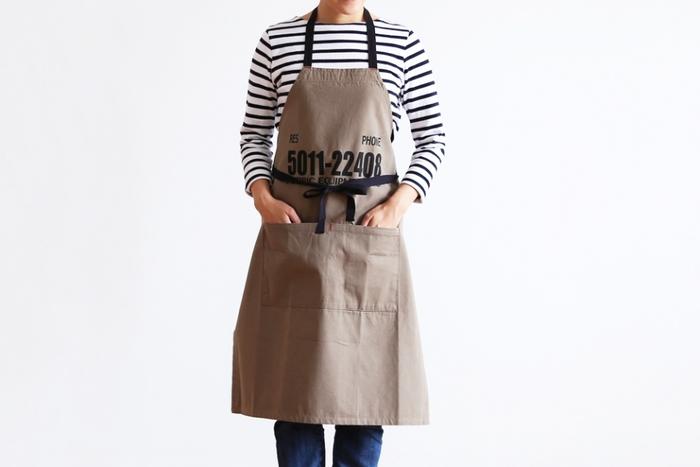 カフェの店員さんみたい♪「エプロン」の作り方と、素敵な手作り作品たち