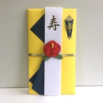 こちらはインパクトの強い色使いなのに、しっかり「和」を感じさせてくれる祝儀袋です。