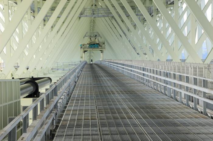 橋のふもとには「橋の科学館」があり、明石海峡大橋について学ぶことができます。予約すれば「ブリッジワールド」というツアーに参加でき、何と橋の上まで登ることができます!