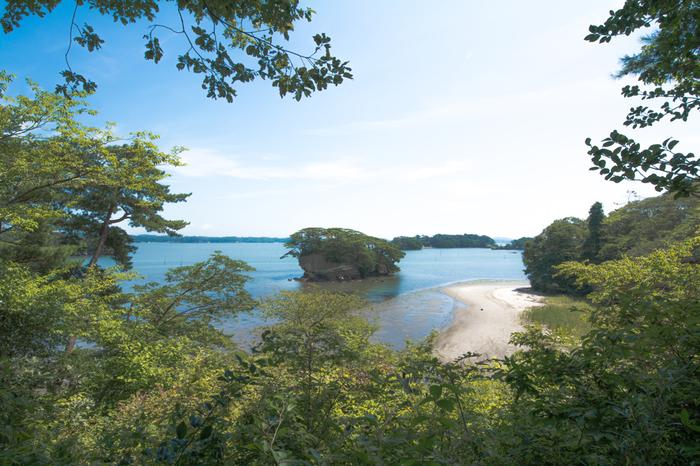 """国生み神話で知られる、神々が最初につくりだした""""おのころ島""""と考えられる1つと言われています。"""