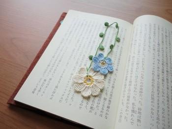 ビーズと組み合わせて、こんなにかわいいお花のしおりもかぎ編みで作れちゃうんです。