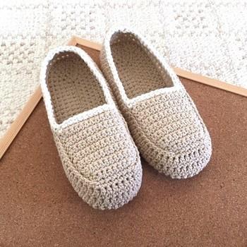 ルームシューズは春夏用の毛糸を選べば、冬以外でも履くことができますよ。