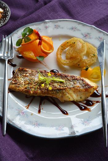 パプリカやパセリでお魚の味をつけて、パリパリに焼くと出来上がりです。何だか、ホテルのレストランでいただく朝食のような豪華さですね。