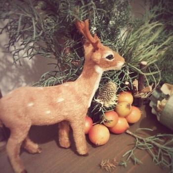 かわいいトナカイの置物。窓際や、額縁に飾ってみてはいかがですか?クリスマスにも良いですね。
