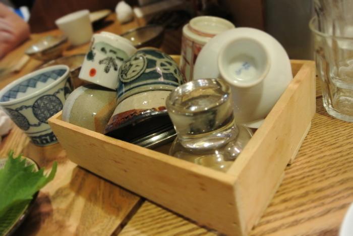 普段みなさんは自宅で日本酒をどのような器で飲んでいますか?ガラス、陶器、磁器、金属など、思わず集めたくなるようなバラエティに富んだ美しい酒器がたくさんあります。