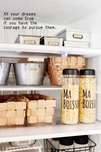 人気のドリンクボトルは中ふたを外せば、キッチンでマカロニや乾物の収納にも役立ちます。
