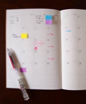 その日のハイライトや予定をメモしたり、カラーペンや付箋で可愛くわかりやすくマーキング!
