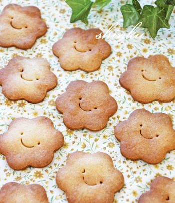 スマイルクッキーの中にウィンクしているクッキーが!