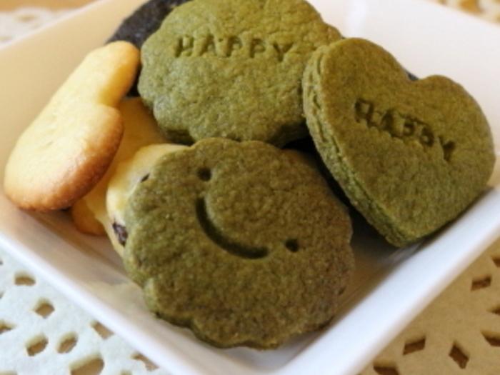 このクッキーは抹茶を入れて。食べるときのみんなの顔を想像したら、にやにやしちゃうかも。