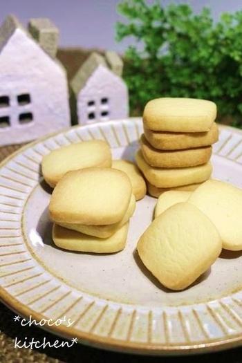 たった3つの材料だけで作るサクッとした食感が嬉しいクッキー。材料が少ないといつでも作れるから嬉しいですよね。