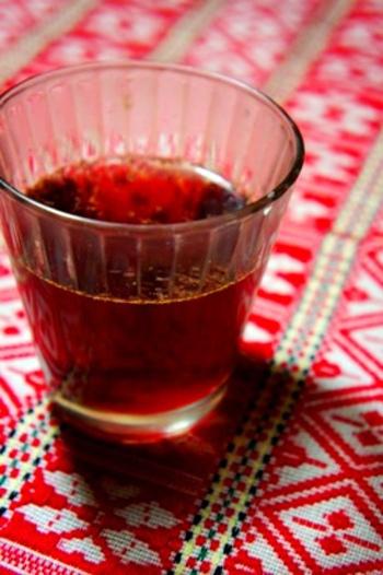 ワインのかわりにぶどうジュースを代用すれば、子どもも一緒に楽しめるグリューワインのでき上がり!