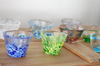 青森の伝統ガラス工芸「津軽びいどろ」は、その美しさにひとめぼれする女性が続出しています。眺めているだけで、海や山など青森の豊かな自然の風景を感じられるような美しさが魅力です。