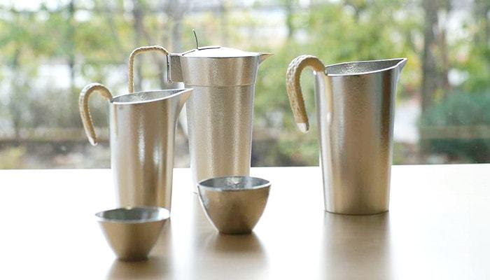 熱燗もこんな酒器で頂いたら、ワンランクアップ。使わない時は水差しや花瓶としても和モダンな佇まいが素敵です。