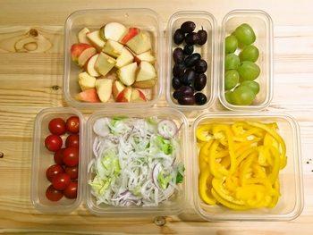 スタッキングでき、中身が見え、しかも薄く、軽い。  カラフルな常備菜を作ると、冷蔵庫の中もカラフルになってテンションがあがります。