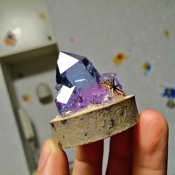 質感や輝きもまるで本物の天然石のようですが、レジンで作られたもの。こんなに素敵なアイテムが自分で作れちゃうんです。