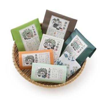 日本茶は、産地や季節によって選び抜いた複数のお茶をプレンドした「合組(ごうぐみ)」という工程で作られています。こちらは、奈良最古の製茶問屋北田源七商店が合組をした日本茶。老舗ならではの経験を生かしたお茶は、味、香り、水色のバランスがバツグンです。