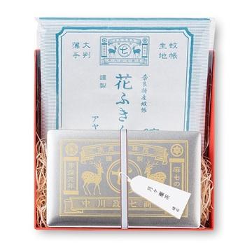 お茶の名産地である奈良・月ヶ瀬のお茶と、大人気の花ふきんのセット。ロゴがプリントされた箱も、とってもステキです。引っ越しや移動などで、ご挨拶が増えるシーズンのギフトにピッタリですよ。