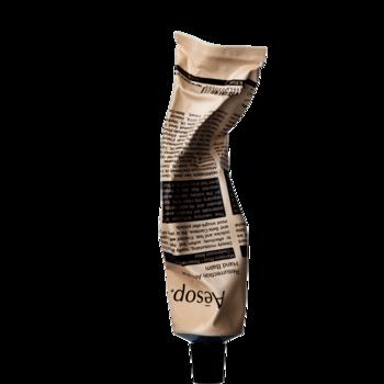 イソップは簡単なシンプルステップを提唱しているナチュラルブランド。 最初に登場したのがこちらのハンドクリームです。