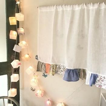 お部屋の雰囲気、窓の場所に合わせて選ぶと、ぐっとおしゃれ度も上がりますね。
