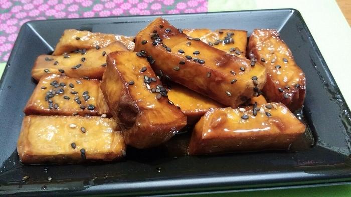 ■ あめんどろや  東京都文京区千駄木にある南薩摩の伝統の味、100%さつま芋だけでつくられた「芋蜜」専門店です。 太めの短冊切りにした、ほっくり食感のさつま芋に、風味豊かな芋蜜を絡めた大学芋は絶品!一度食べたら忘れられない味です。芋蜜をかけたソフトクリームも人気♪