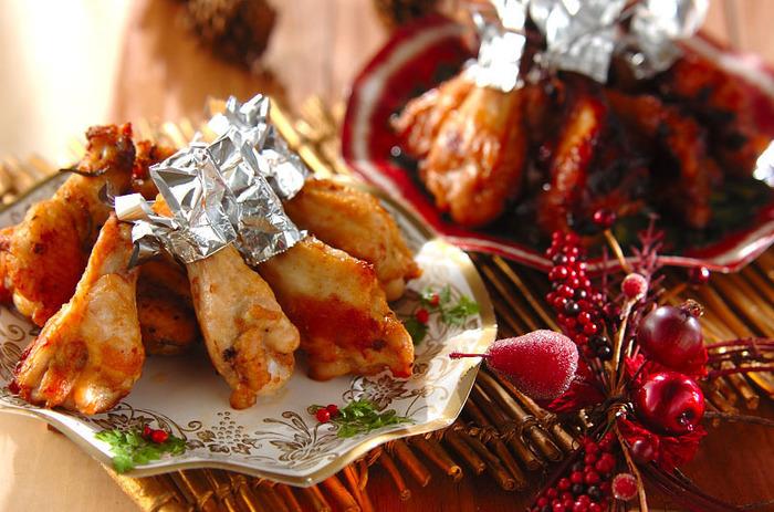 チキンをマリネに漬けて焼くだけの簡単レシピです。普段、甘タレや塩・こしょうで味付けするよりも、さっぱりしていて美味しいですよ。チキン料理には白ワインが好相性!