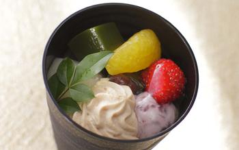 「Wa・Bi・Sa 日本橋三越本店」の夏限定デザート。求肥や寒天、フルーツの組み合わせで、見た目も食感も夏らしい。パッケージのイラストも涼しげで和の雰囲気で、お土産としてオススメです。