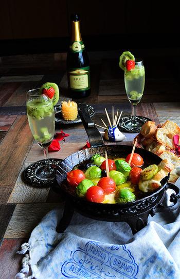 スキレットで作るアヒージョなど、野菜を使ったおつまみもおしゃれで美味しいです♪フルーティなスパークリングワインに合うようです。