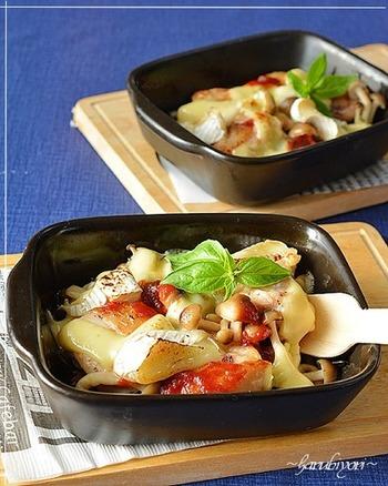 鶏肉×きのこ、トマト×チーズは相性抜群の組み合わせです。味付けはトマトソースと塩コショウのみで簡単!