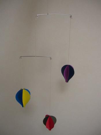 有名なデンマークのフレンステッド社の気球モビールも、実は手作りできちゃうんです!空間をゆっくり漂う姿は、本物の気球のようですね。 形を少し変えて、ハート型にしてみてもラブリー♡