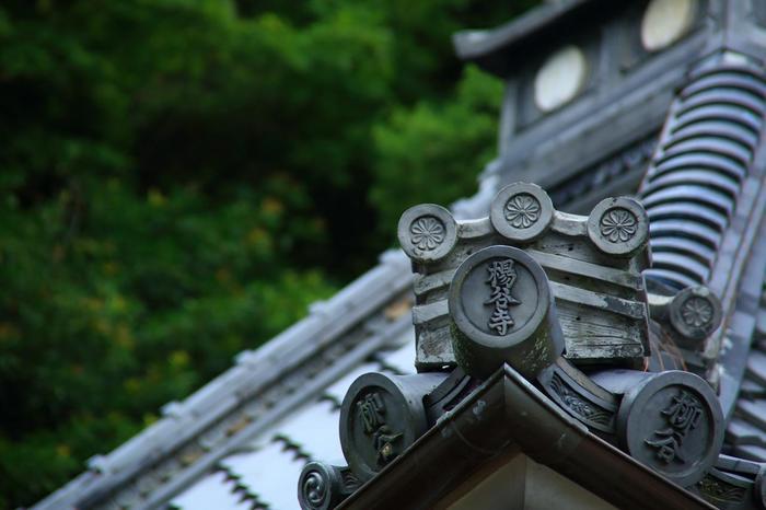 """""""眼の神様""""で知られる「柳谷観音 揚谷寺(やなぎだにかんのんようこくじ)」は、先述の「善峯寺」から車で1時間程。長岡京市の最南端に位置する、平安期開創の寺院です。"""