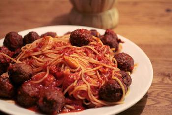 映画で見た料理って美味しそうだな、と印象に残っていたりしませんか?最近はアニメや小説を再現して料理を作るブームもあるようですが、こちらはルパン三世の映画にも登場した「ミートボールスパゲッティ」の再現レシピ。一度挑戦してみてはいかがでしょう?