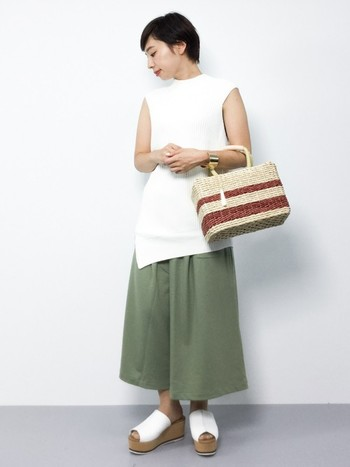スカートのように見えるガウチョパンツ、スカーチョが今春のトレンド。動きやすさを優先して、なかなかスカートを履く機会がないママにもおすすめです。